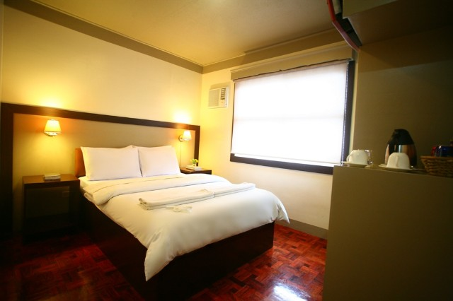 Deluxe Hotel D (2 pax with free breakfast)